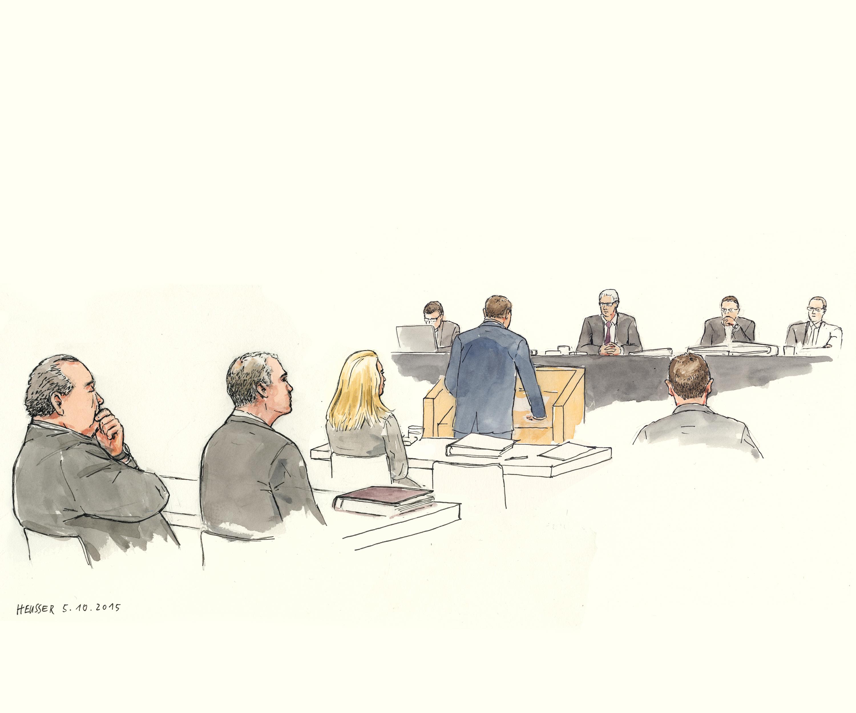 Der Angeklagte, seine Frau und ihre Anwälte.