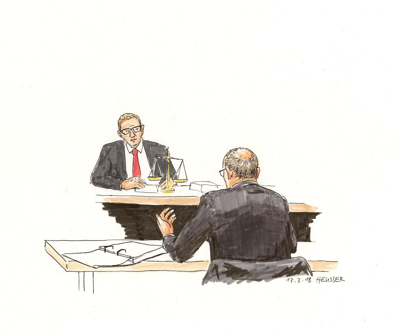 Der Gerichtspräsident und einer der Gutachter.